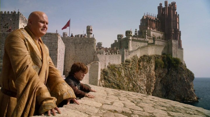 s02e08-tyrion-and-varys-on-the-walls